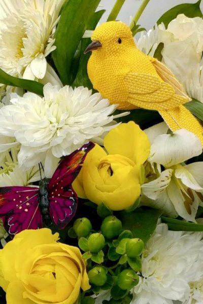 DIY Floral Arrangements for Easter Table Decorations