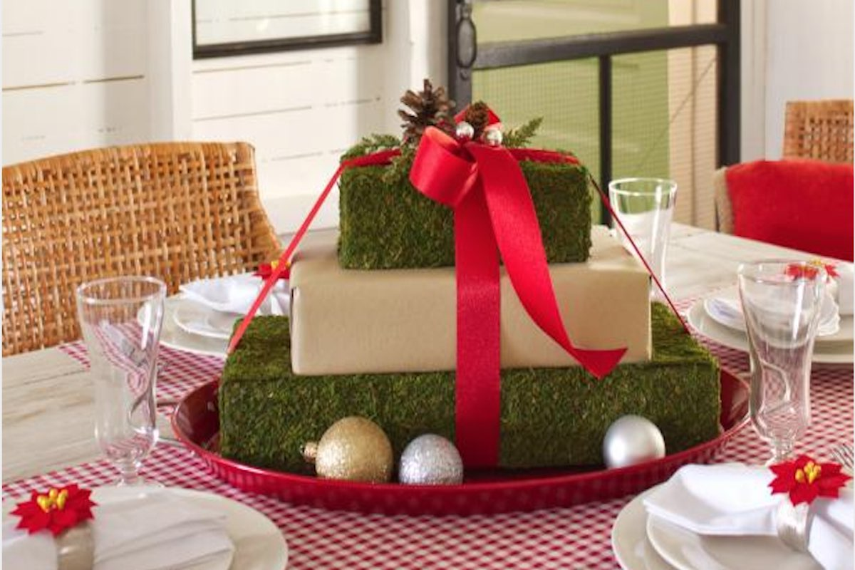 Christmas Table Centerpiece - Moss paper makes beautiful presents giftwrap