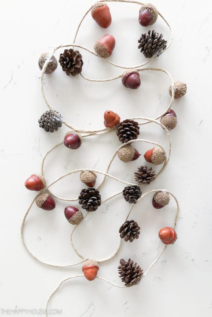 fall decor, DIY fall crafts, fall crafting ideas, homemade acorn garland
