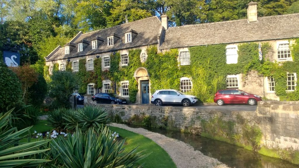 walking the cotswolds swan hotel