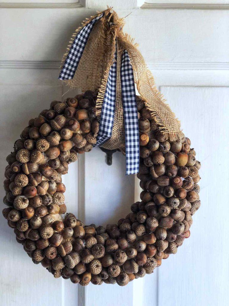 DIY acorn wreath, acorn crafts, homemade acorn wreath, fall craft ideas, fall decor