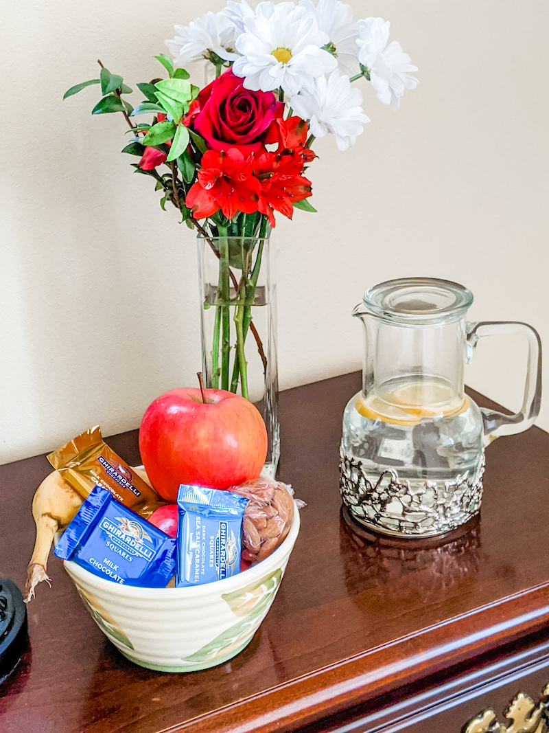 Guestroom tips: Snacks and Water