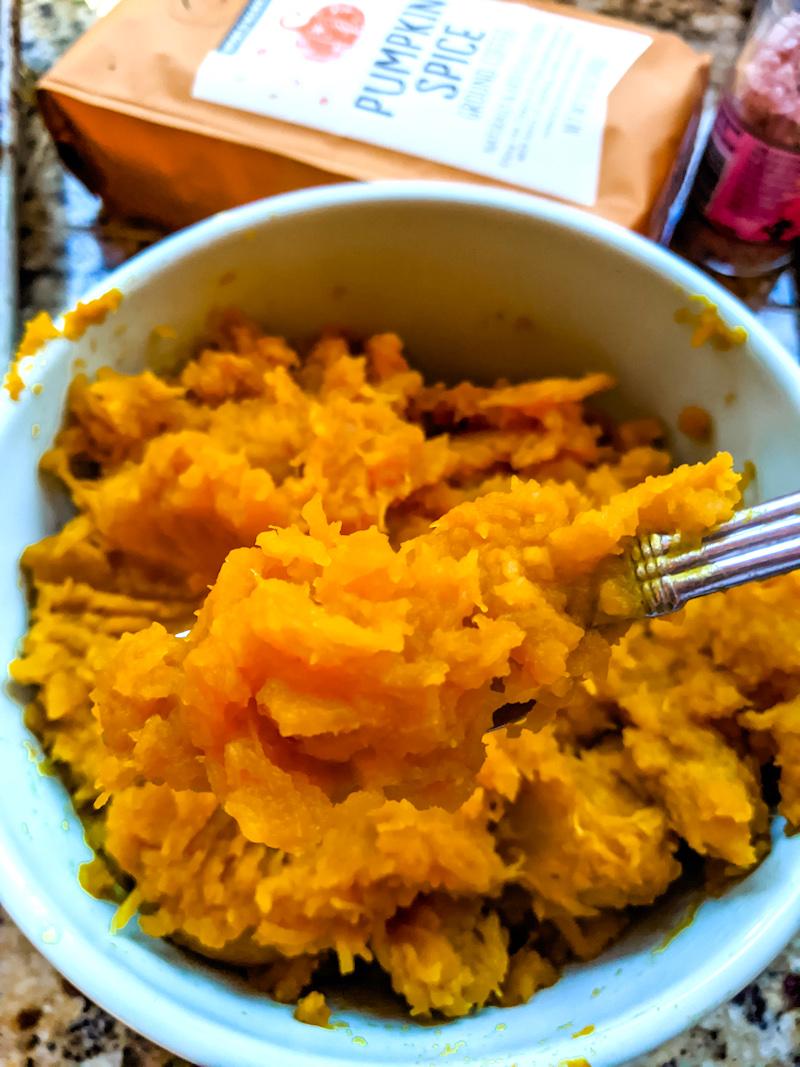 Easy Homemade Pumpkin Puree in a blue bowl