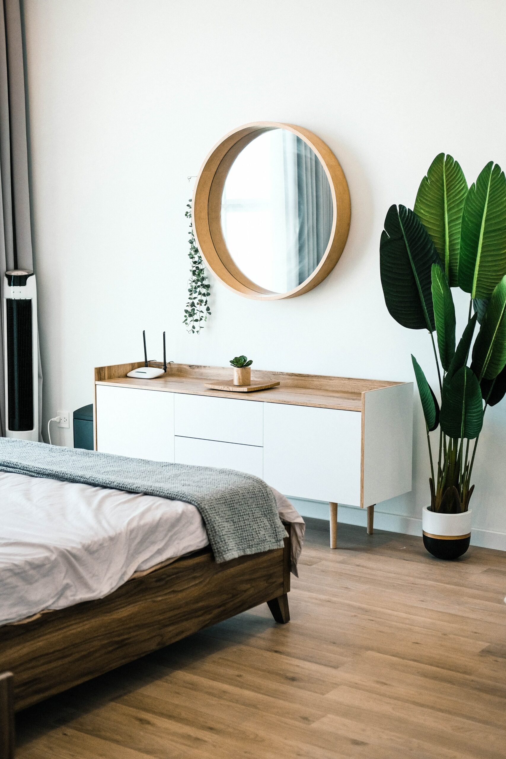 A room was sparse decor - one of the 10 home staging tips